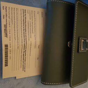 Dooney & Bourke Beacon wallet